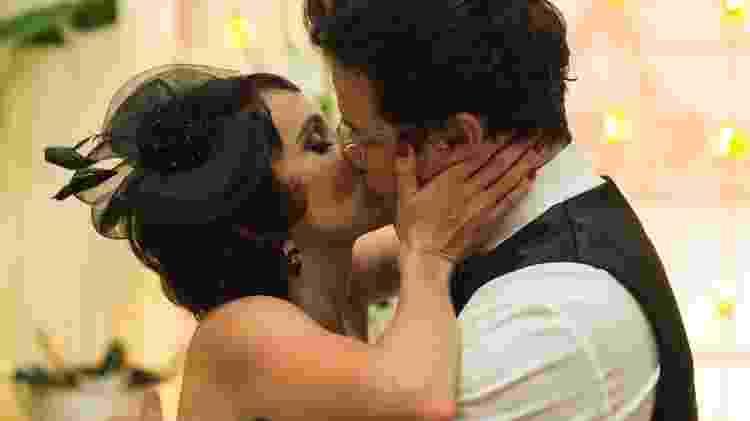 """Verônica (Débora Falabella) e Saulo (Murilo Benício) no último episódio de """"Nada Será Como Antes"""" - Estevam Avellar/TV Globo - Estevam Avellar/TV Globo"""