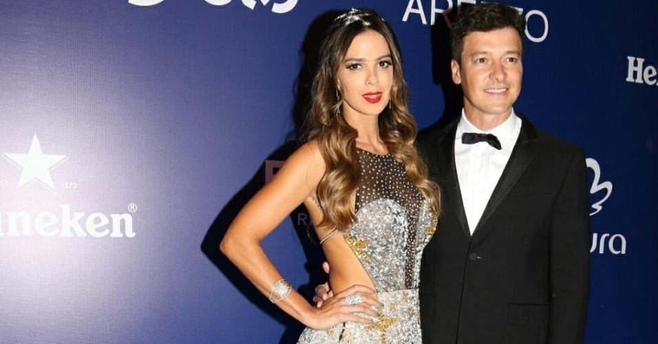 16.fev.2017 - Rodrigo Faro e Vera Viel  no Baile de Carnaval da Vogue, no hotel Unique, em São Paulo