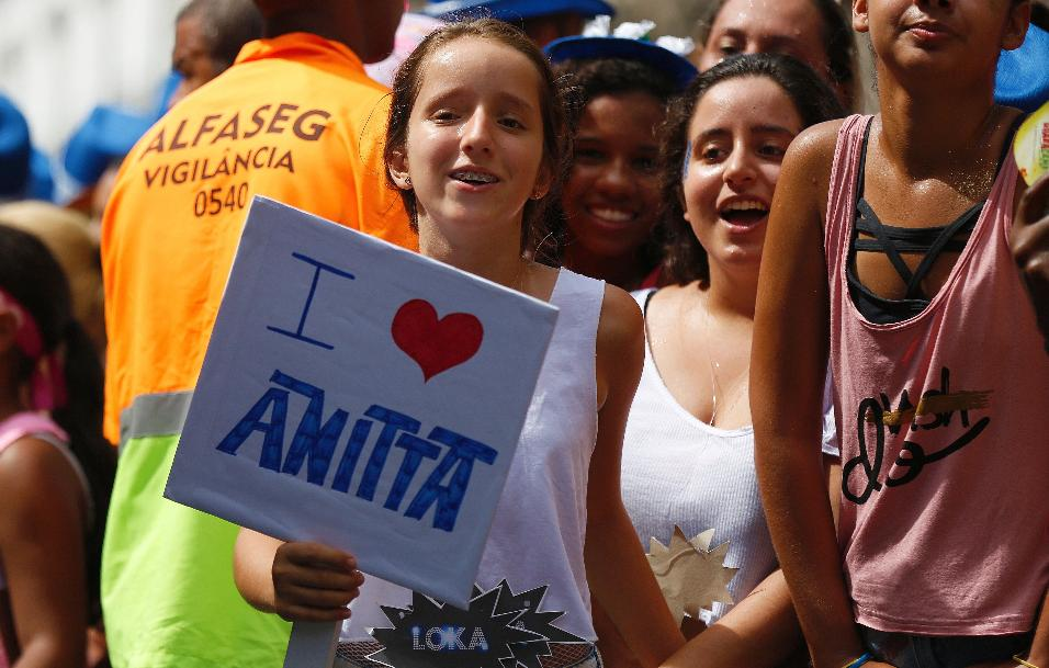 Fãs de Anitta no Bloco das Poderosas, neste sábado (04), no Rio