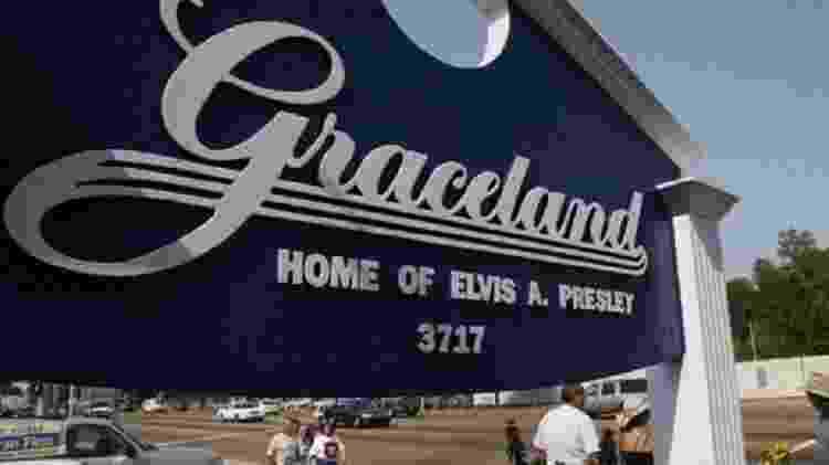 Antiga casa de Elvis no Estado do Tennessee recebe cerca de 4 mil pessoas por dia durante os meses de julho  - Getty Images - Getty Images