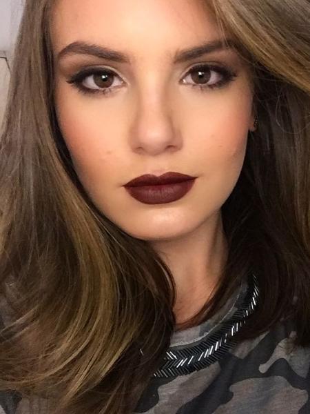 Camila Queiroz adota visual roqueiro; copie - Reprodução/Instagram/camilaqueiroz