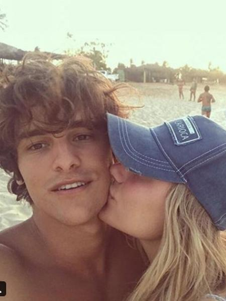 Sasha beija o rosto de Bruno Montaleone - Reprodução/Instagram/sashameneghel