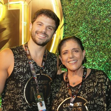 Duda Nagle posa com a mãe, Leda Nagle, no camarote CarnaUOL RJ/N1 - Gianne Carvalho/UOL