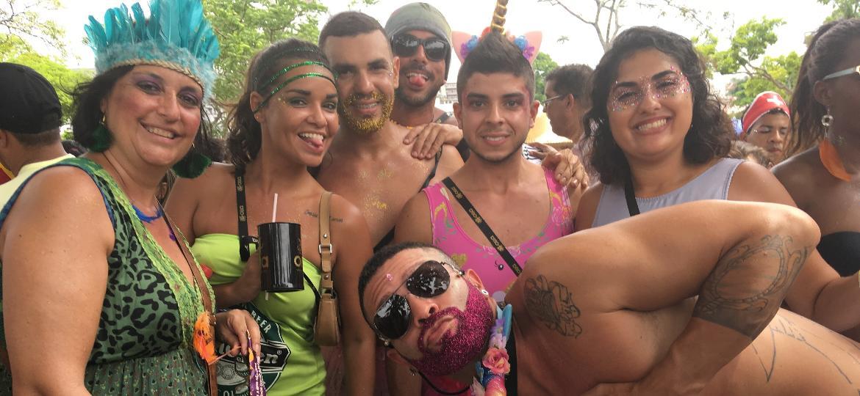 Foliões acompanham a Orquestra Voadora nesta terça de Carnaval no Rio - Elis Bartonelli