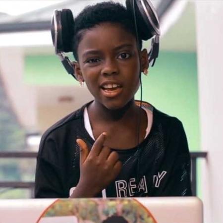 Erica, a garota que venceu um concurso de DJs em Gana - BBC