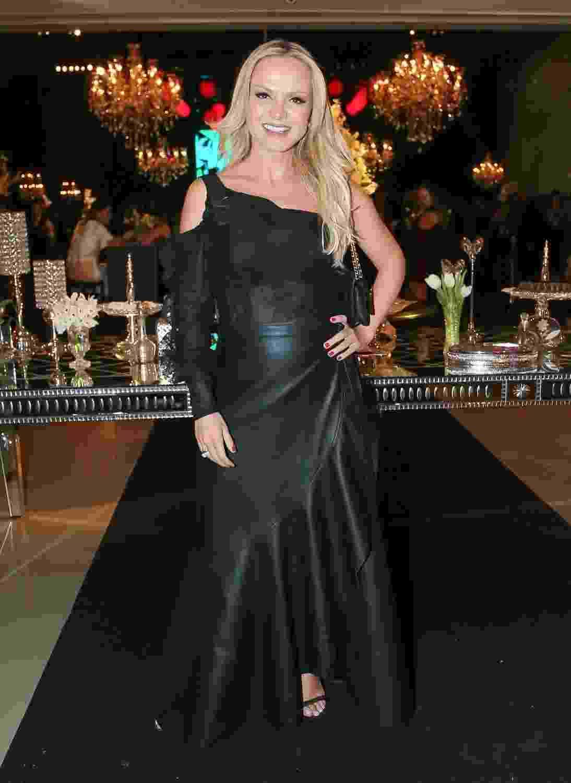 Elegante, Eliana prestigia festa de 18 anos de Laura, filha mais velha de Celso Portiolli, nesta terça (21), em São Paulo - Manuela Scarpa/Brazil News