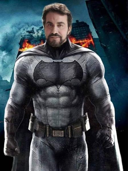 Padre Fabio de Melo como Batman - Reprodução/Facebook