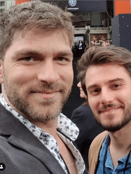 O casal Conrado Helt e Hugo Bonemer - Reprodução/Instagram