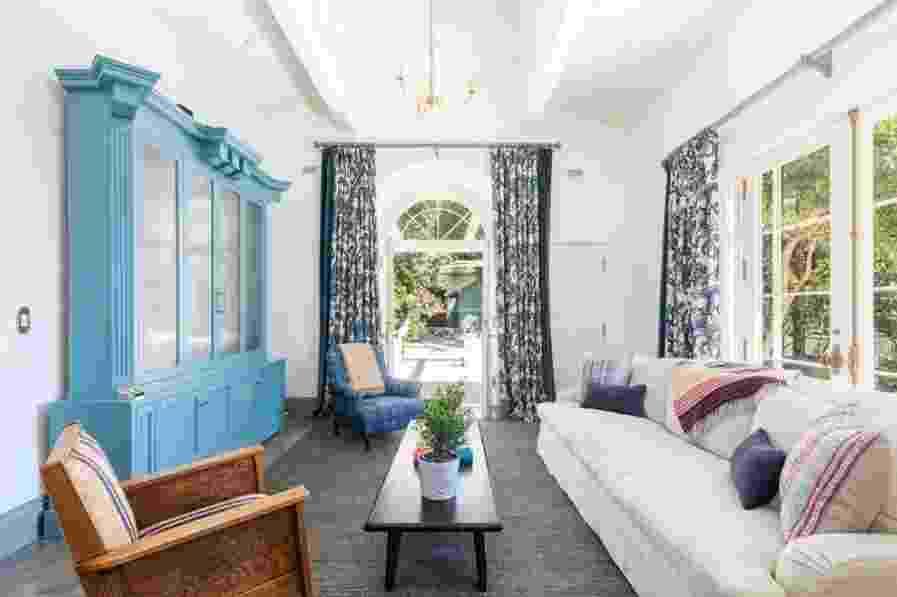 Uma das salas da mansão da cantora Katy Perry em Hollywood - Douglas Elliman/Divulgação