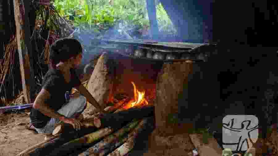 Oficina de troca de experiências e conhecimentos sobre a cerâmica de Taracuá, promovida pela Associação de Mulheres Indígenas da Região de Taracuá (AMIRT), Terra Indígena Alto Rio Negro (AM) - Juliana Lins / ISA