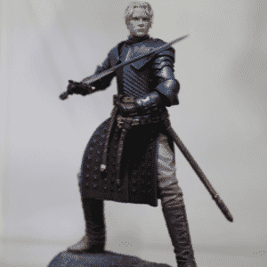 """A cavaleira Brienne de Tarth, de """"Game of Thrones"""", também tem sua versão em boneco apresentada no estade da Dark Horse na Comic-Con - Reprodução/Twitter oficial/@GameofThrones"""