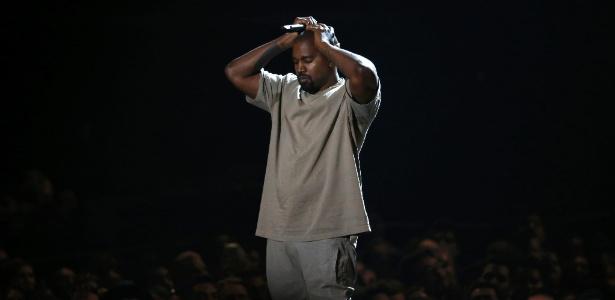 Kanye West discursa após receber o prêmio Michael Jackson Video Vanguard Award em agosto de 2015 - Mario Anzuoni/Reuters