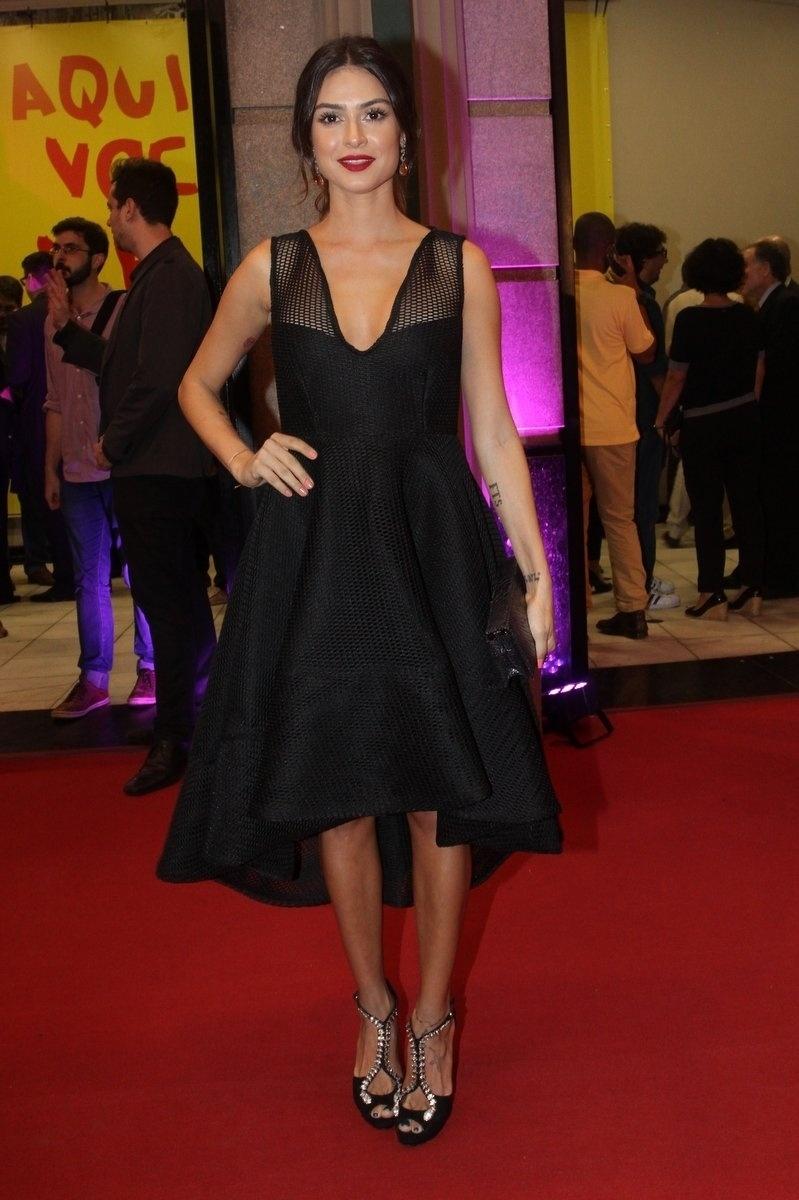 1º.out.2015 - Thaila Ayala chega para a exibição de