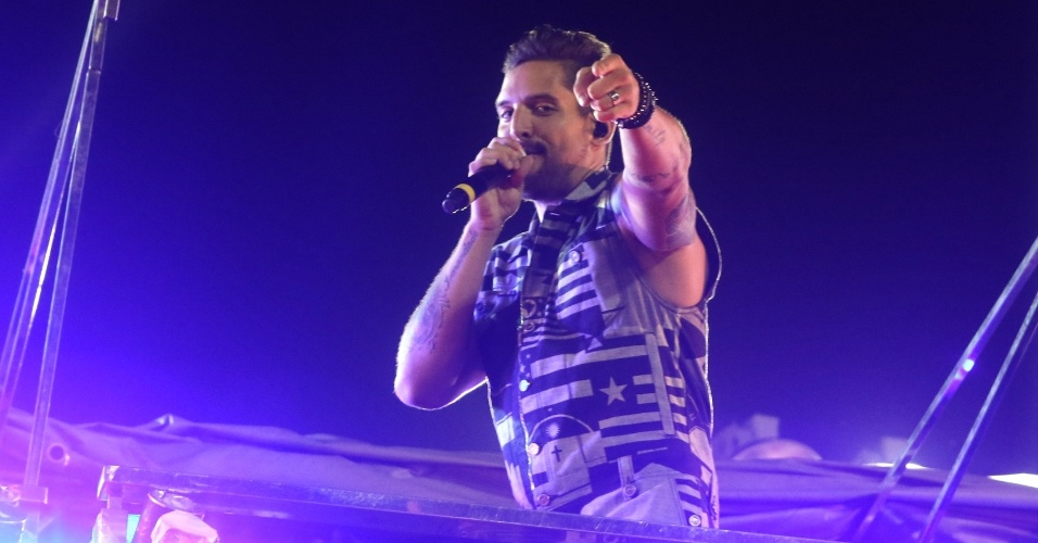 7.fev.2016 - Felipe Pezzoni comanda a Banda Eva no circuito Barra-Ondina (Dodô), em Salvador