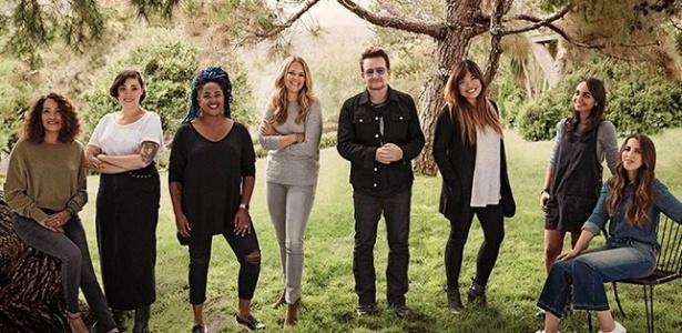 Bono, no centro, posa para a revista ao lado de ativistas e feministas Sue Lowe, Alicia Lowe, A?Driane Nieves, Jane Maynard, Diana Lamon, Mazelle Etessami e Carrie Cohen - Divulgação/Sam Jones/Glamour