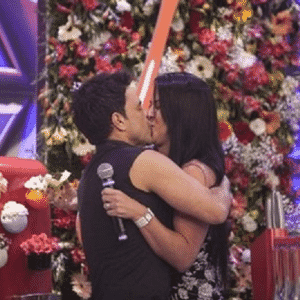 Zezé se declara e beija a namorada, Graciele Lacerda - Reprodução/TV Record