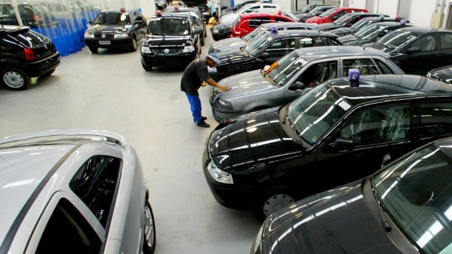 Setor de usados/seminovos das concessionárias tem feito três vezes mais sucesso que o de carros zero - Eduardo Knapp/Folhapress