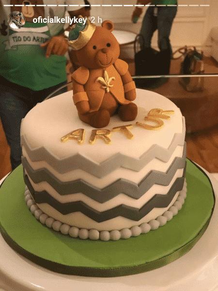Bolo para comemorar o nascimento de Artur, filho de Kelly Key e Mico Freitas - reprodução/instagram/oficialkellykey - reprodução/instagram/oficialkellykey
