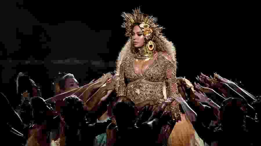Beyoncé se apresenta no palco do Grammy Awards 2017 - Getty Images