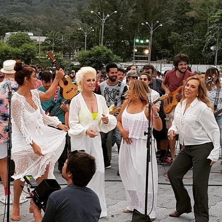 Ana Maria Braga grava vinheta de fim de ano da Globo ao lado de Juliana Paes, Susana Vieira e Arlete Salles - Reprodução/Instagram