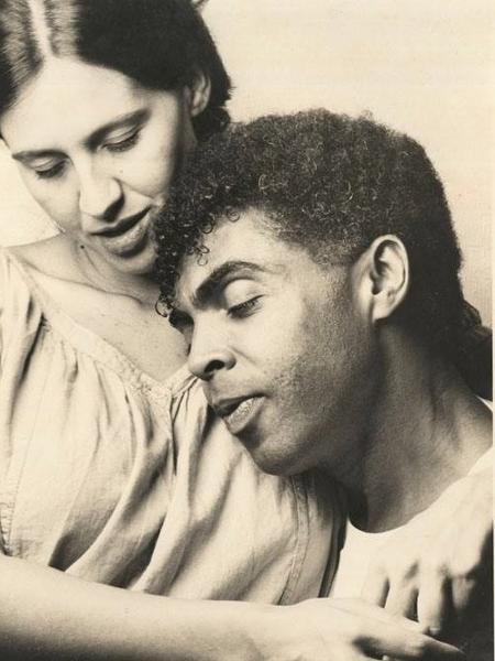Flora e Gilberto Gil no início da década de 80 - Reprodução/Facebook