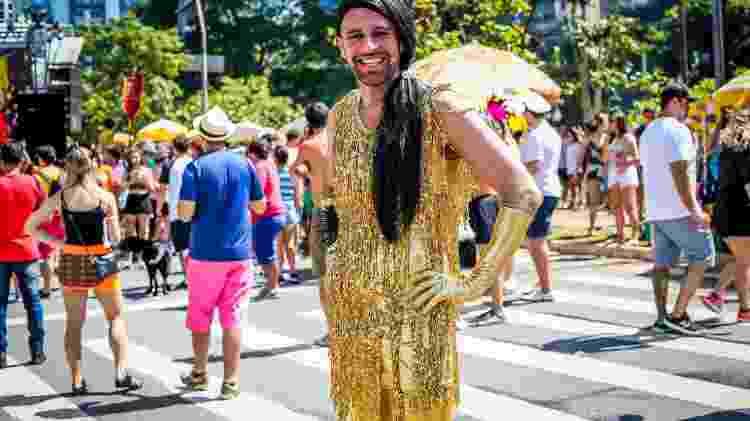 Bloco carioca Sargento Pimenta, conhecido pela mistura das músicas dos Beatles com marchinhas carnavalescas, desfila pela Av. Faria Lima, na Vila Olímpia - Edson Lopes Jr./UOL - Edson Lopes Jr./UOL