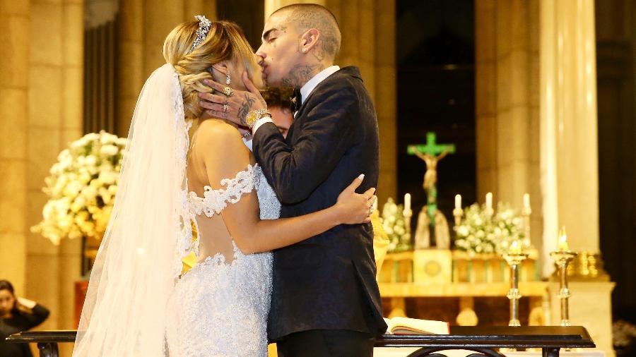 Lexa e Guimê se beijam em cerimônia de casamento em São Paulo - Manuela Scarpa/Brazil News