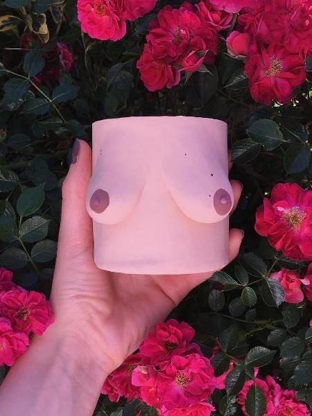 Um dos vasos criados por Emma Low  - Reprodução/Instagram/potyertitsawayluv