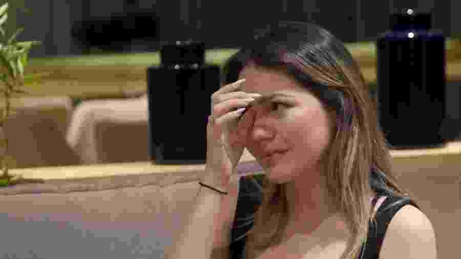 Sarah Poncio chora ao falar sobre traição do marido, o cantor Jonathan Couto, com a atriz Letícia Almeida - Reprodução/YouTube/Na Lata