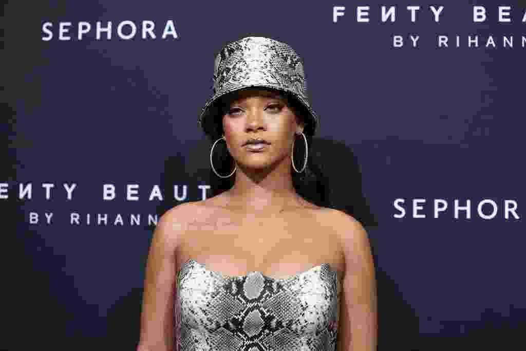 Bucket hat: tendência queridinha de Rihanna promete fazer cabeça de famosas - Getty Images