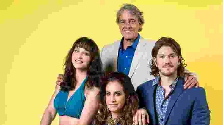 Quinzão (Alexandre Borges ) é o patriarca da família Ferreira Lima, formada por Mercedes (Totia Meireles), Quinzinho (Caio Paduan) e Gisela (Débora Nascimento) - Divulgação/TV Globo - Divulgação/TV Globo