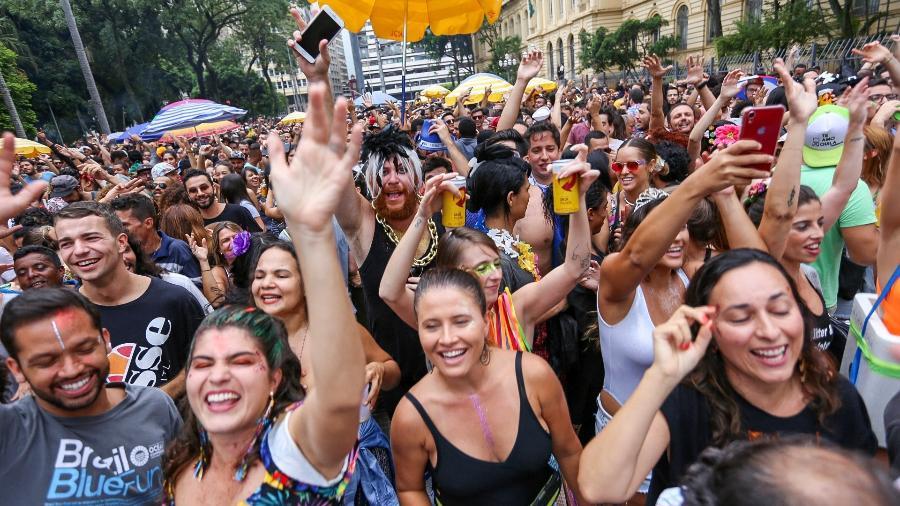 De acordo com a CNN Brasil, o evento será adiado mesmo com a campanha de vacinação - Marcelo Justo/UOL