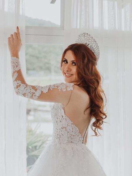 A noiva Suzy Bartholo antes da cerimônia - Reprodução/Twitter