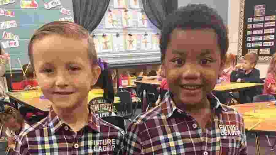 Duas crianças se vestiram iguais para o Dia dos Gêmeos na escola e mãe fez post emocionado nas redes - Reprodução/Facebook