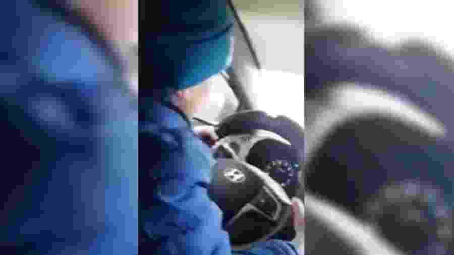 Criança de seis anos dirige em estrada na Rússia - Reprodução