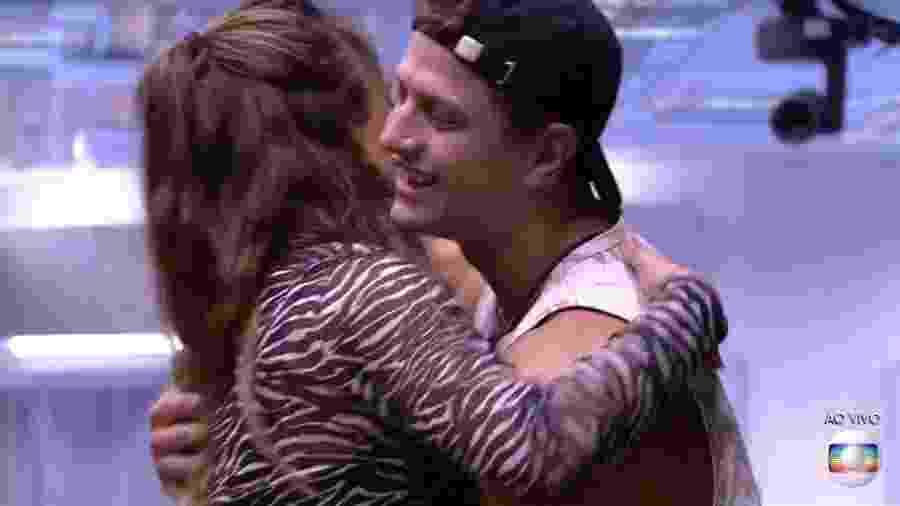 Lucas abraça Rafa ao deixar o BBB 20 - Reprodução/TV Globo