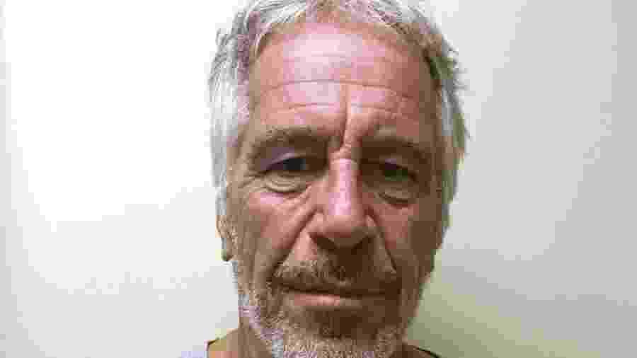 Epstein foi encontrado morto na cela um mês depois de ser preso - Reuters via BBC