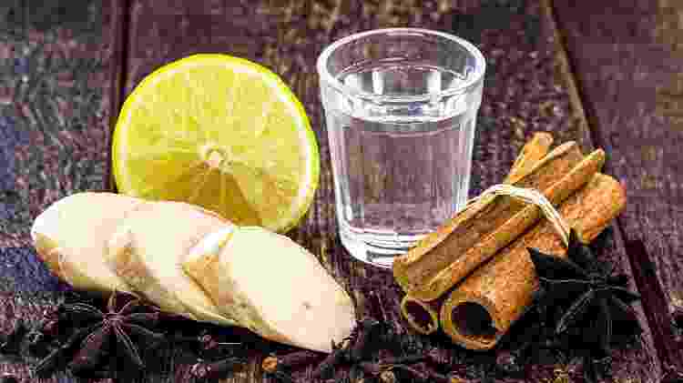 Cachaça, açúcar, água, gengibre e especiarias: tudo o que você precisa para fazer um clássico quentão - Getty Images - Getty Images