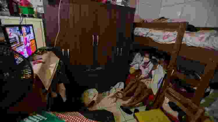 Palmira Costa e a neta, na favela São Remo - André Lucas\UOL - André Lucas\UOL