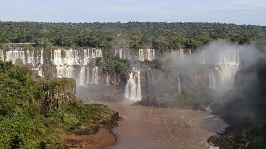 Parque Nacional do Iguaçu, onde se encontram cataratas, fica na fronteira entre Brasil e Argentina - Christian Rizzi/Estadão Conteúdo