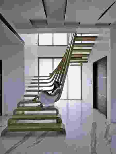 Escadas podem ser postas com diferentes estilos para conectar os andares da casa e complementar a decoração - Reprodução/Pinterest