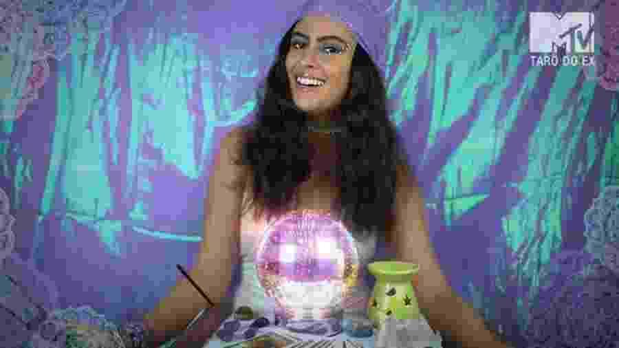 Hana encarna uma vidente em novo programa da MTV no Facebook - Reprodução/MTV