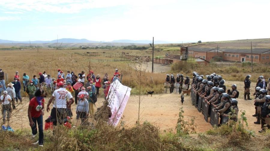Ação da PM-MG em assentamento do MST Quilombo Campo Grande - Movimento Sem Terra/MST