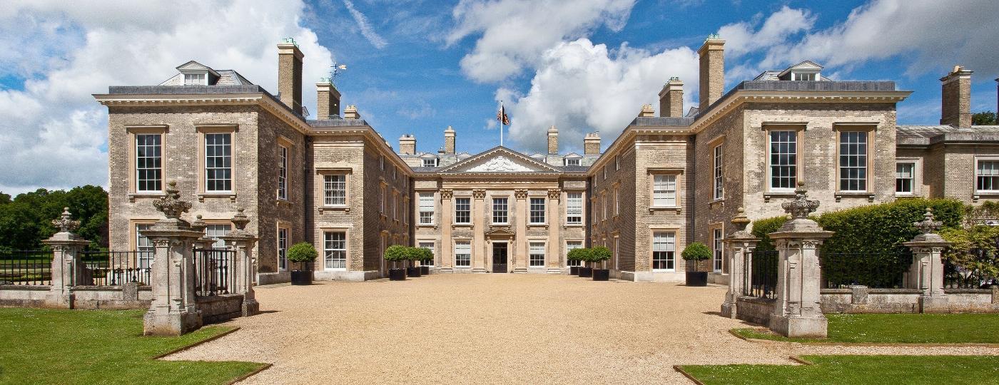 Propriedade dos Spencer, na Inglaterra, hoje é museu aberto ao público e possível local onde o corpo da princesa Diana foi sepultado - Reprodução