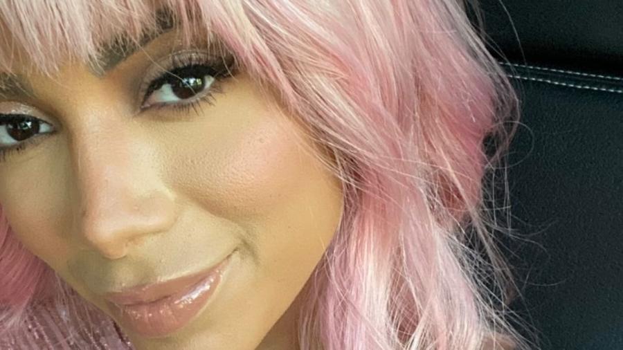 Anitta com peruca rosa - Instagram/@anitta