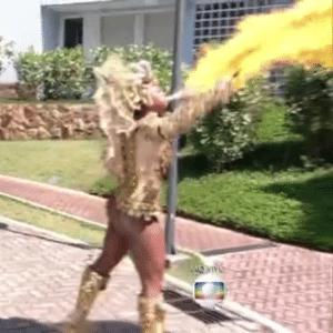 Rainha da Estácio cospe fogo na TV