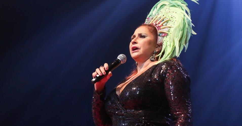 14.fev.2017 - Fafá de Belém cantou com Leci Brandãono Show de Verão da Mangueira, realizado no Rio de Janeiro, no Vivo Rio