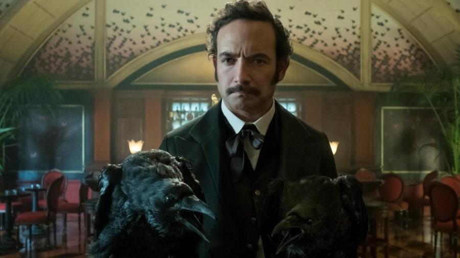 """Poe (Chris Conner) em """"Altered Carbon"""" - Divulgação"""