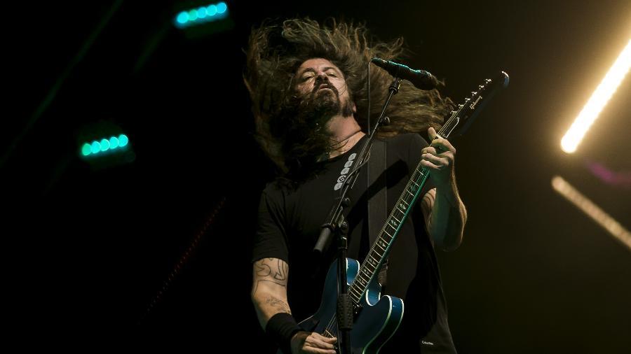 Dave Grohl agita durante show do Foo Fighters no Maracanã - Bruna Prado/UOL