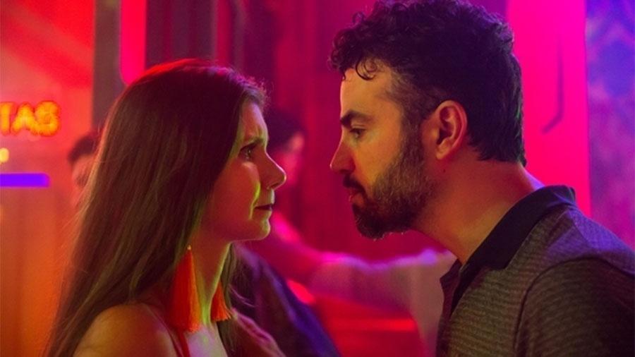 Juvenal (Anderson di Rizzi) desmascara Desireé (Priscila Assum) no dia da despedida de solteiro no bordel - Raquel Cunha/Globo